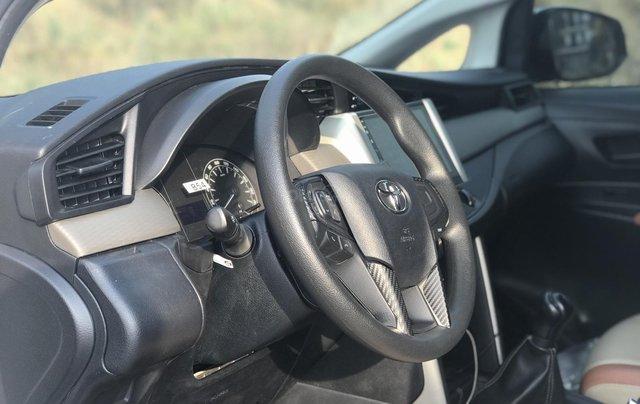 Cần bán Toyota Innova sản xuất năm 2019, màu trắng, số sàn10