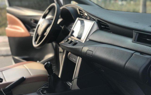 Cần bán Toyota Innova sản xuất năm 2019, màu trắng, số sàn11