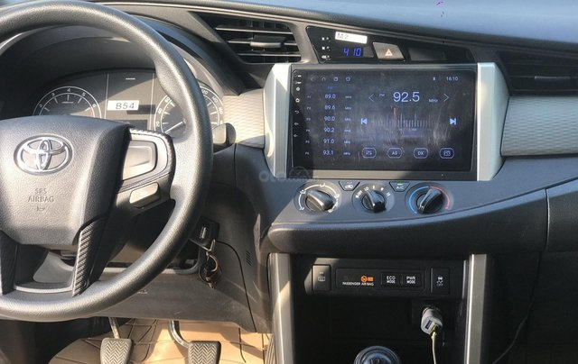 Cần bán Toyota Innova sản xuất năm 2019, màu trắng, số sàn13