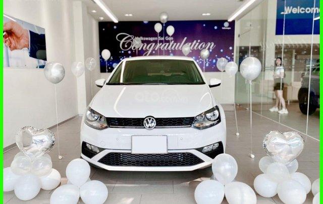 Đang tìm xe cho vợ, xe nhập, an toàn chọn xe nào, gọi Thuận có giá đặc biệt T2/2021 cho Polo Hatchback màu trắng này2