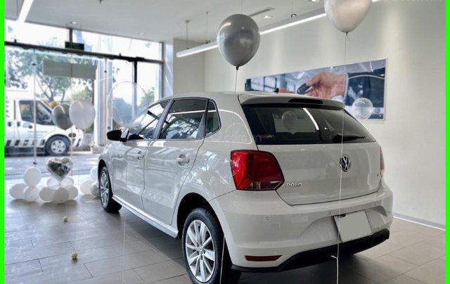 Đang tìm xe cho vợ, xe nhập, an toàn chọn xe nào, gọi Thuận có giá đặc biệt T2/2021 cho Polo Hatchback màu trắng này1