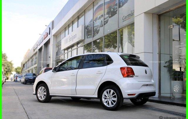 Đang tìm xe cho vợ, xe nhập, an toàn chọn xe nào, gọi Thuận có giá đặc biệt T2/2021 cho Polo Hatchback màu trắng này3