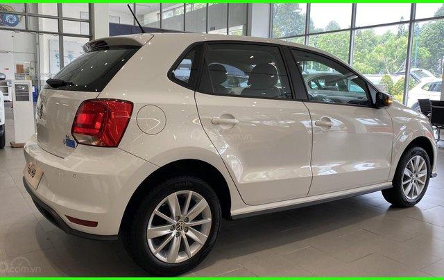 Đang tìm xe cho vợ, xe nhập, an toàn chọn xe nào, gọi Thuận có giá đặc biệt T2/2021 cho Polo Hatchback màu trắng này5