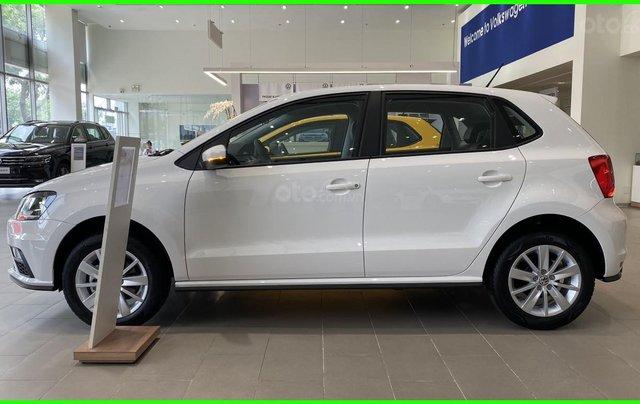 Đang tìm xe cho vợ, xe nhập, an toàn chọn xe nào, gọi Thuận có giá đặc biệt T2/2021 cho Polo Hatchback màu trắng này6