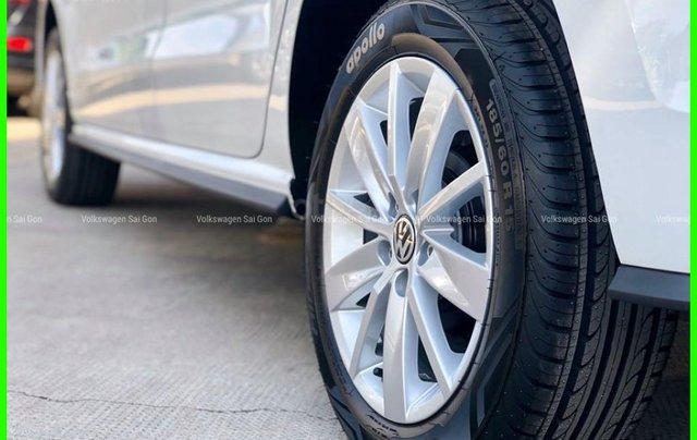 Đang tìm xe cho vợ, xe nhập, an toàn chọn xe nào, gọi Thuận có giá đặc biệt T2/2021 cho Polo Hatchback màu trắng này11