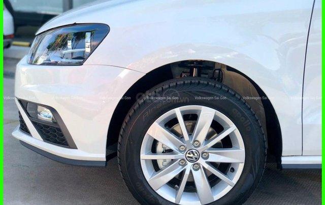 Đang tìm xe cho vợ, xe nhập, an toàn chọn xe nào, gọi Thuận có giá đặc biệt T2/2021 cho Polo Hatchback màu trắng này12