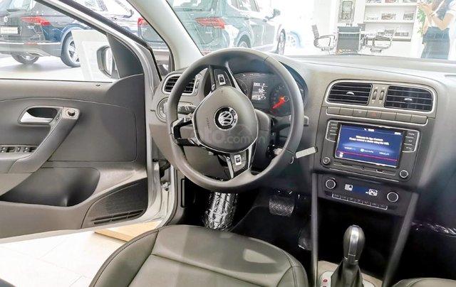 Đang tìm xe cho vợ, xe nhập, an toàn chọn xe nào, gọi Thuận có giá đặc biệt T2/2021 cho Polo Hatchback màu trắng này14