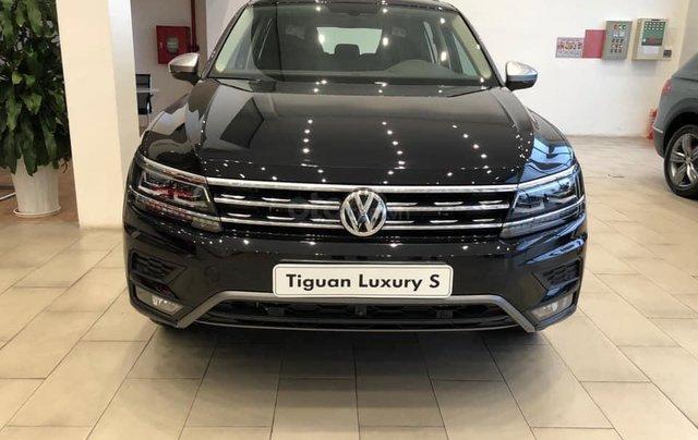 Ưu đãi hấp dẫn tặng IP12 và bộ kiện cao cấp xe Tiguan Luxury S màu đen nội thất cam-đen mới nhập, 7 chỗ, 2.0TSI1