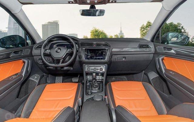Ưu đãi hấp dẫn tặng IP12 và bộ kiện cao cấp xe Tiguan Luxury S màu đen nội thất cam-đen mới nhập, 7 chỗ, 2.0TSI5