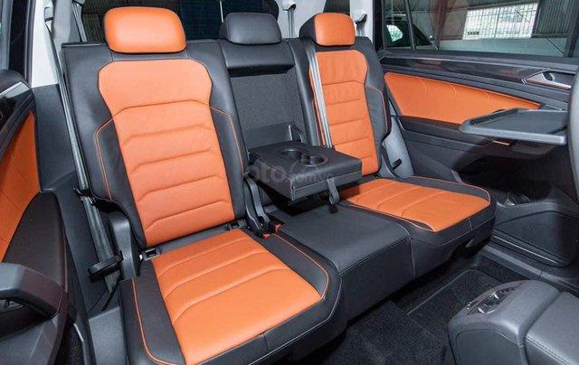 Ưu đãi hấp dẫn tặng IP12 và bộ kiện cao cấp xe Tiguan Luxury S màu đen nội thất cam-đen mới nhập, 7 chỗ, 2.0TSI4