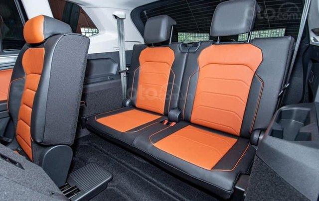 Ưu đãi hấp dẫn tặng IP12 và bộ kiện cao cấp xe Tiguan Luxury S màu đen nội thất cam-đen mới nhập, 7 chỗ, 2.0TSI7