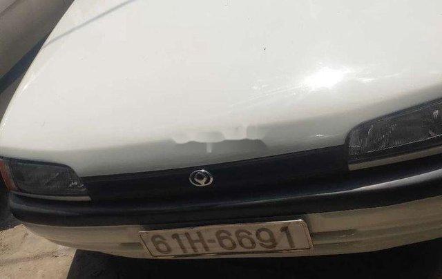 Cần bán xe Mazda 323 năm sản xuất 1995, màu trắng, nhập khẩu0