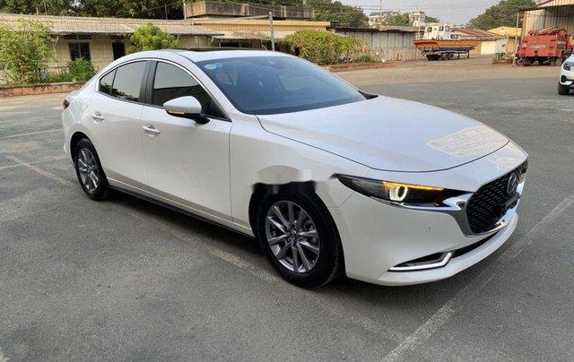 Cần bán lại xe Mazda 3 đời 2019, màu trắng chính chủ, giá 819tr1