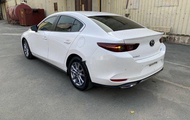 Cần bán lại xe Mazda 3 đời 2019, màu trắng chính chủ, giá 819tr3
