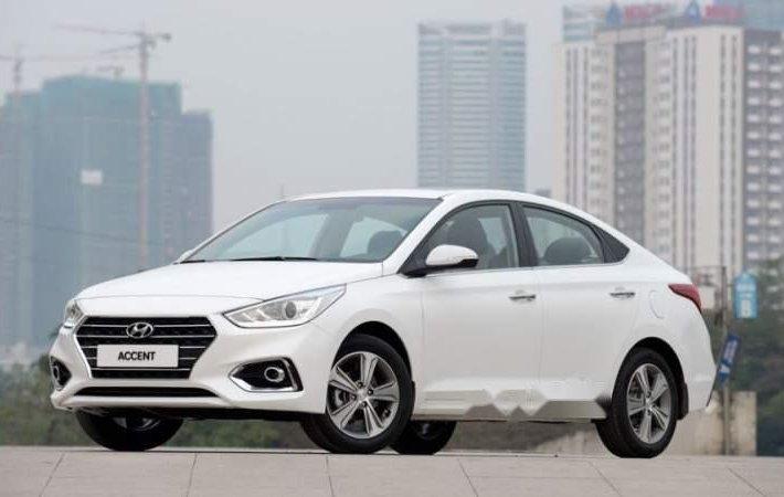 Cần bán Hyundai Accent 2018, màu trắng, nhập khẩu nguyên chiếc0