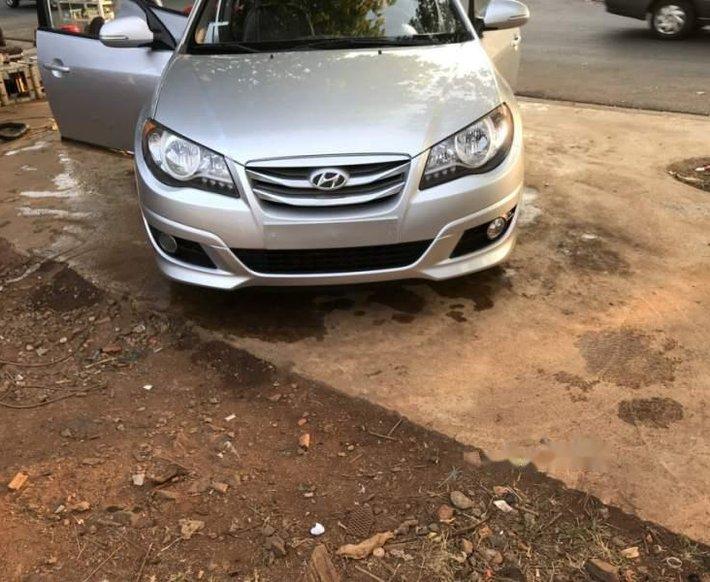 Cần bán lại xe Hyundai Avante 2015, màu bạc còn mới0