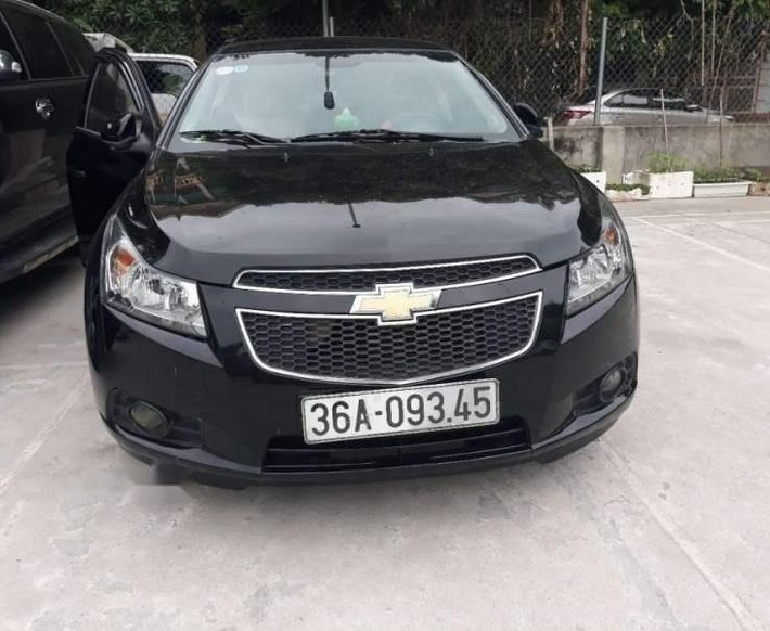 Cần bán Chevrolet Cruze sản xuất 2014, màu đen còn mới0