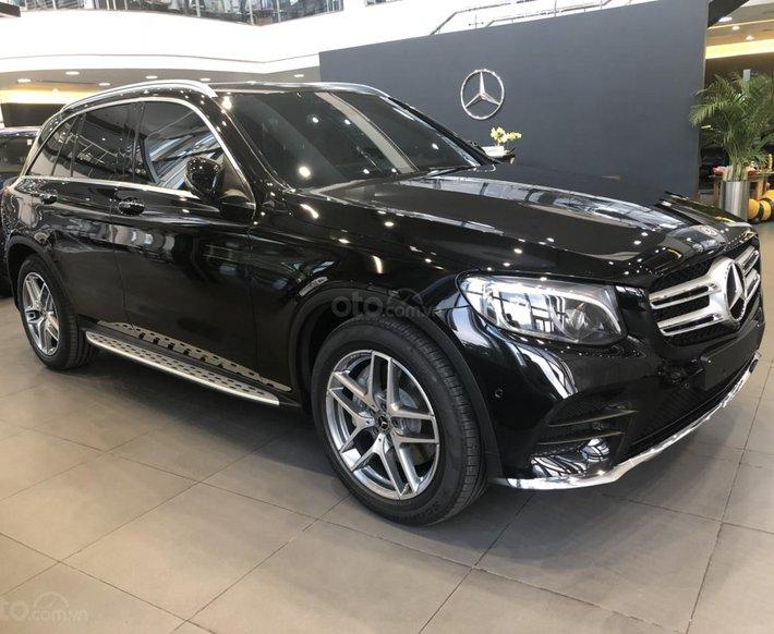 Giá xe Mercedes GLC300 4Matic AMG khuyến mãi, thông số, giá lăn bánh tháng 02/2020 tặng 50% lệ phí trước bạ0