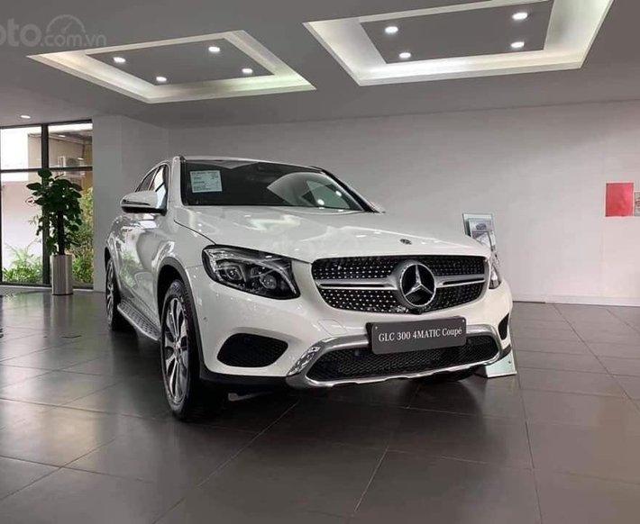 Bán xe nhập khẩu - giá xe Mercedes GLC 300 Coupe 4Matic, thông số kỹ thuật, giá lăn bánh, khuyến mãi Tết 20200