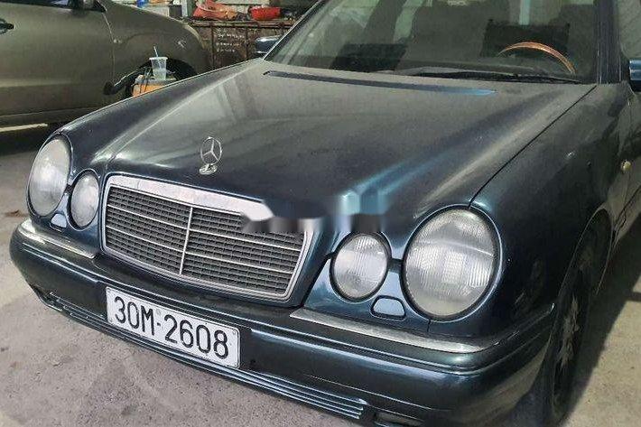 Bán Mercedes E230 đời 1997, màu xanh lam, nhập khẩu nguyên chiếc, 95tr0