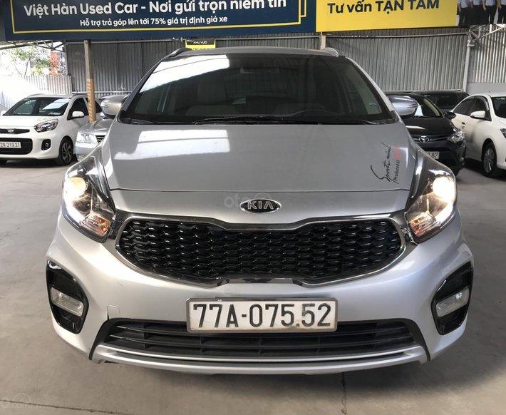 Bán Kia Rondo GAT 2.0AT màu bạc số tự động sản xuất 2017 đi 37000km0