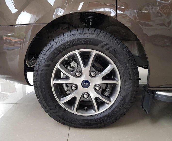 Ford Tourneo model 2020 - ngập tràn ưu đãi, tặng kèm phụ kiện4