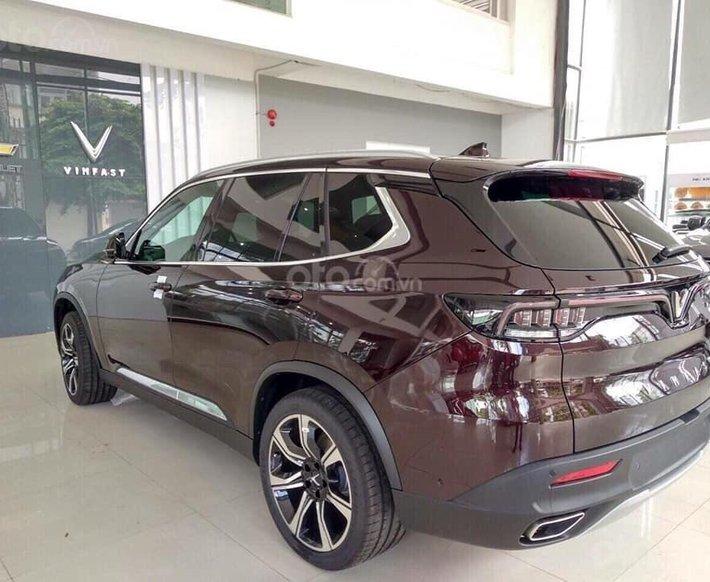 Bán xe VinFast LUX SA2.0 giảm 300tr tiền mặt, đủ màu giao ngay, giá cam kết tốt nhất miền Bắc, tặng full phụ kiện2