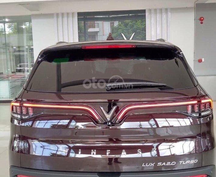 Bán xe VinFast LUX SA2.0 giảm 300tr tiền mặt, đủ màu giao ngay, giá cam kết tốt nhất miền Bắc, tặng full phụ kiện3
