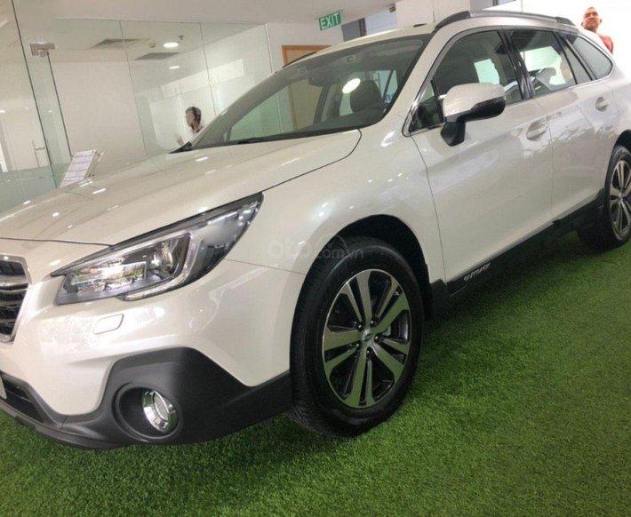 Bán Subaru Outback sản xuất 2018, màu trắng, nhập khẩu 0