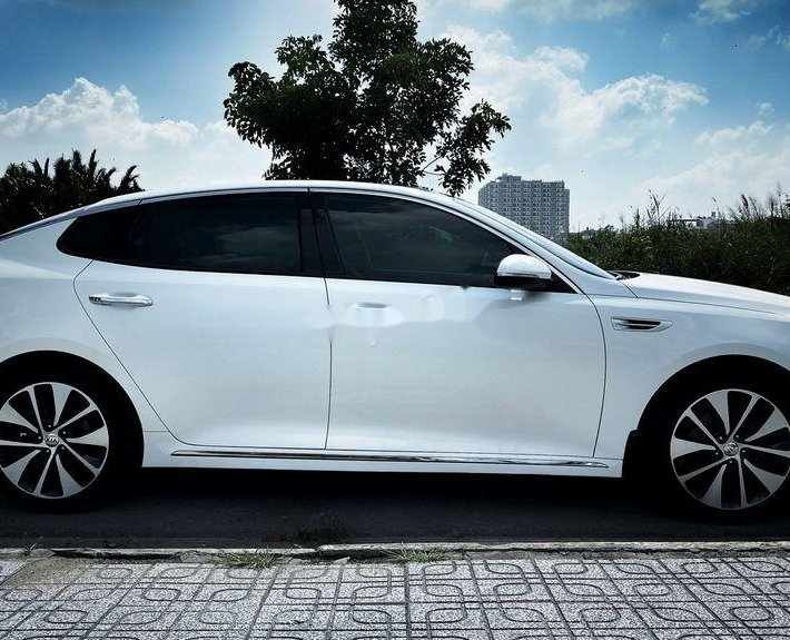 Cần bán lại xe Kia Optima 2.0 ATH đời 2016, màu trắng giá cạnh tranh0