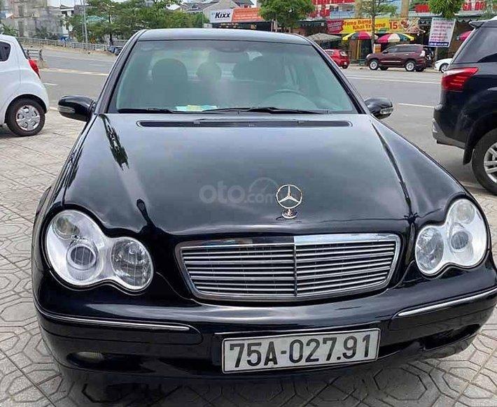 Cần bán lại xe Mercedes C200 năm sản xuất 2001, màu đen  0