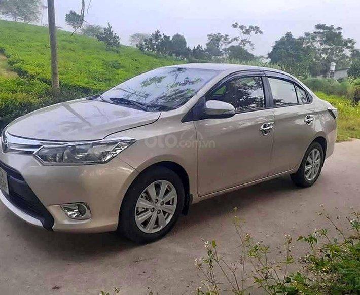 Cần bán lại xe Toyota Vios 1.5E sản xuất 2016, màu vàng cát  0
