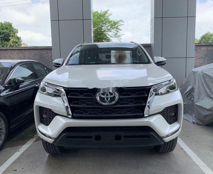 Cần bán xe Toyota Fortuner sản xuất 2020, màu trắng, giá tốt0