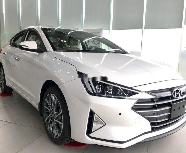 Cần bán xe Hyundai Elantra năm 2020, màu trắng, xe nhập0