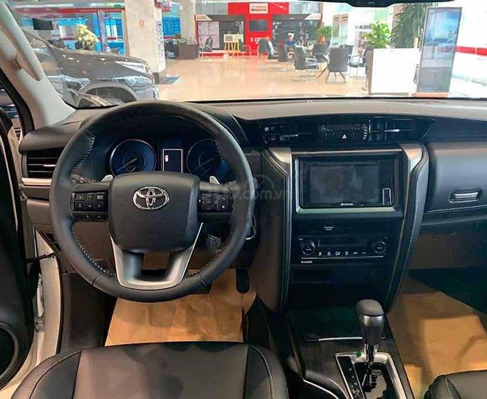 Bán xe Toyota Fortuner năm 2020, màu trắng2