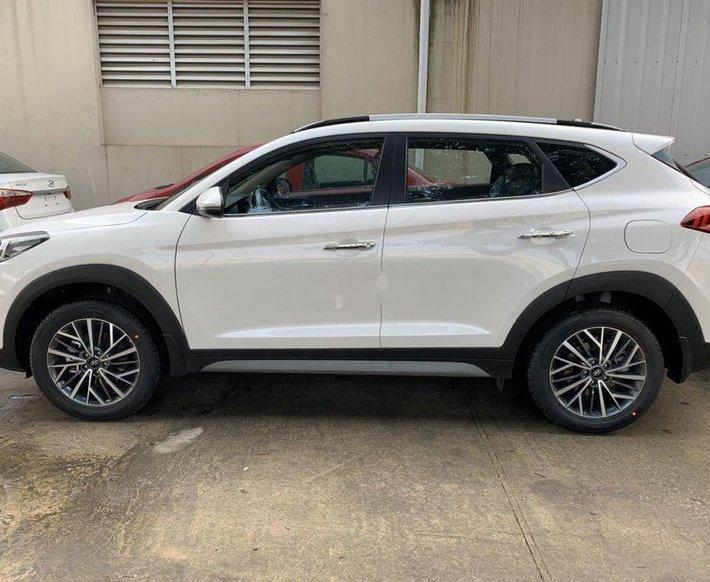 Bán xe Hyundai Tucson 2020, màu trắng1