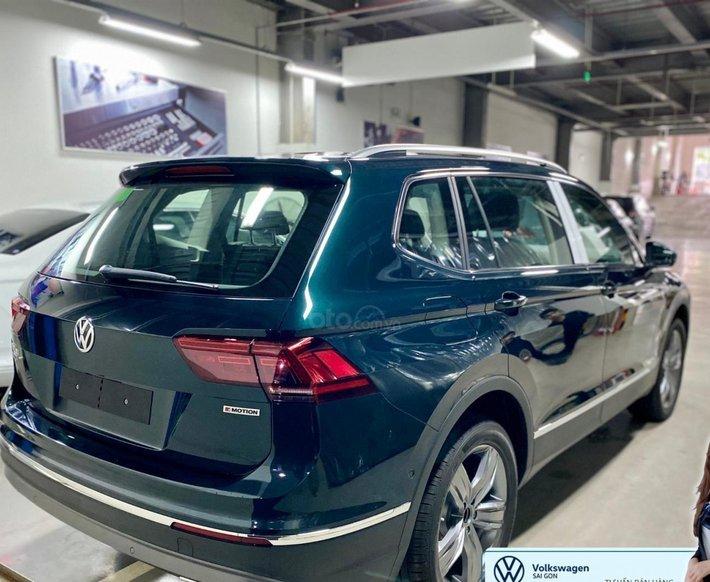 Volkswagen Tiguan Luxury màu xanh rêu số lượng ít - Xe Đức nhập khẩu nguyên chiếc - Giảm ngay 120 triệu0