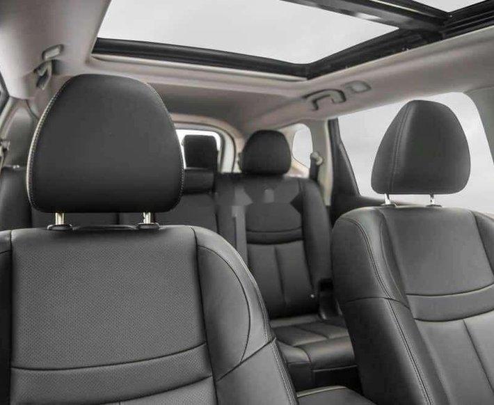 Bán xe Nissan X trail năm sản xuất 2020, màu trắng 2