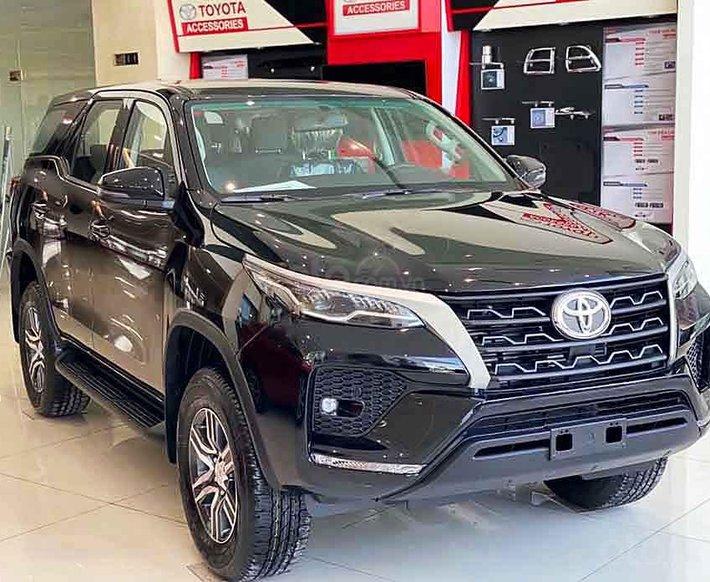 Cần bán xe Toyota Fortuner 2.4G AT 4x2 2020, màu đen0