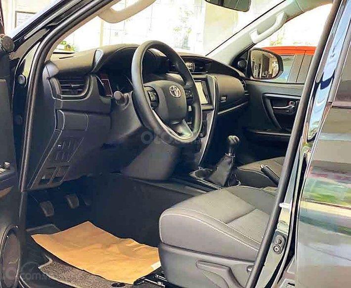 Cần bán xe Toyota Fortuner 2.4G AT 4x2 2020, màu đen5