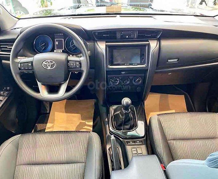 Cần bán xe Toyota Fortuner 2.4G AT 4x2 2020, màu đen3