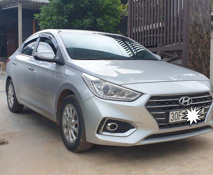 Bán xe Hyundai Accent 2019 màu bạc0