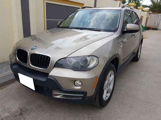 Cần bán gấp BMW X5 năm sản xuất 2007, màu vàng còn mới giá cạnh tranh0