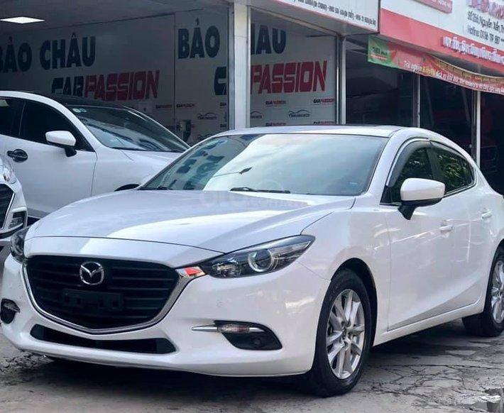 Cần bán xe Mazda 3 năm 2017, màu trắng0