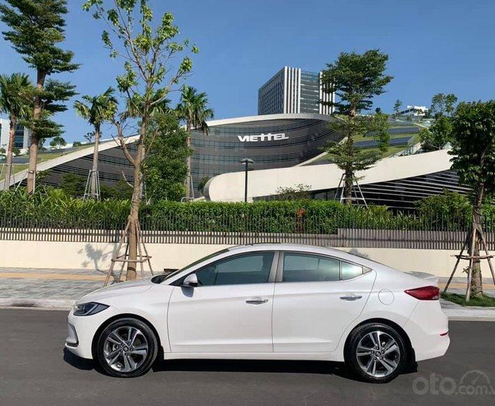 Cần bán xe Hyundai Elantra 2.0AT 2016, màu trắng0