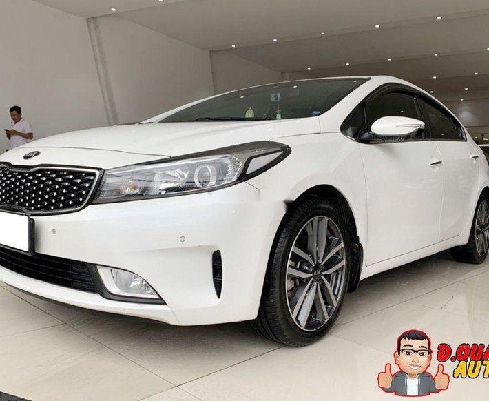 Cần bán lại xe Kia Cerato đời 2017, màu trắng0