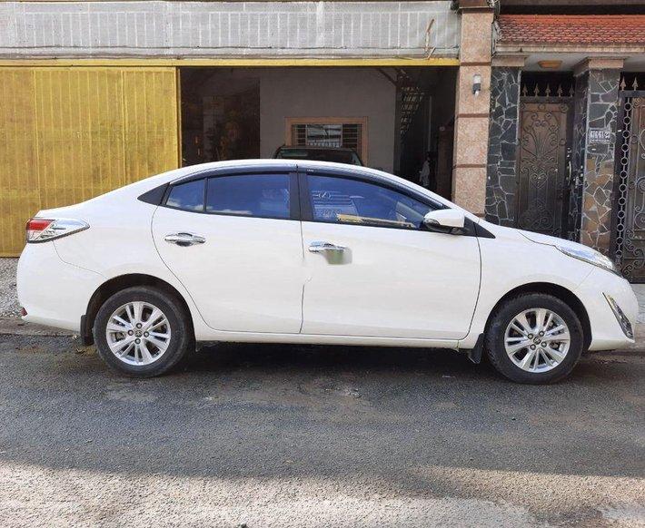 Cần bán xe Toyota Vios năm 2018, màu trắng0