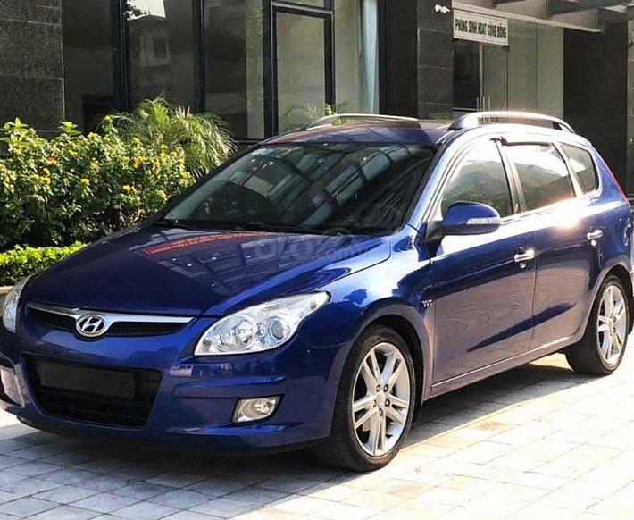 Cần bán gấp Hyundai i30 sản xuất 2010, màu xanh lam, xe nhập còn mới0