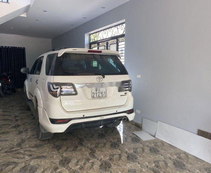 Bán xe Toyota Fortuner sản xuất năm 2015, màu trắng, nhập khẩu số tự động0