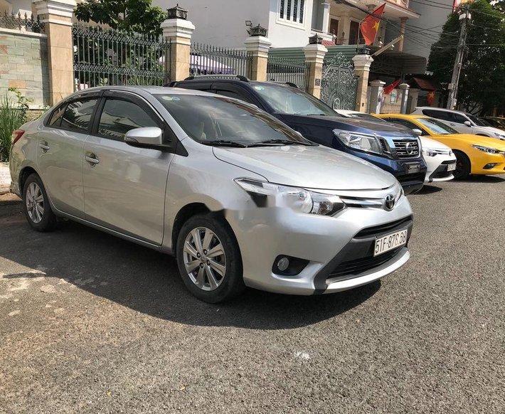 Cần bán xe Toyota Vios sản xuất 2017, màu bạc xe gia đình, giá chỉ 410 triệu0